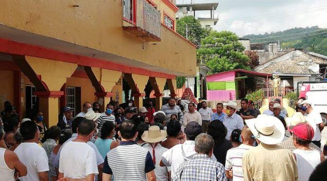 Hidalgo: Por falta de agua, vecinos de Jaltocán protestan frente a la alcaldía. (El Sol de Hidalgo)