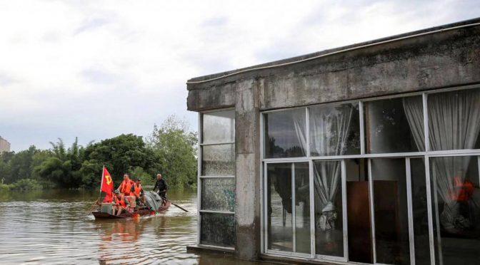 China: 100 mil personas son evacuadas por inundaciones en China. (El Universo)