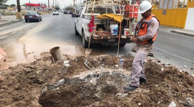 Chihuahua: Cierran carriles en Plutarco para reparar fuga de agua. (Netnoticias)