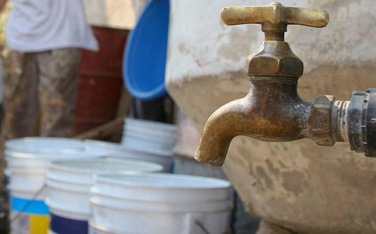 Cierran un carril de Morones Prieto por mega fuga de agua potable (Tele Diario)