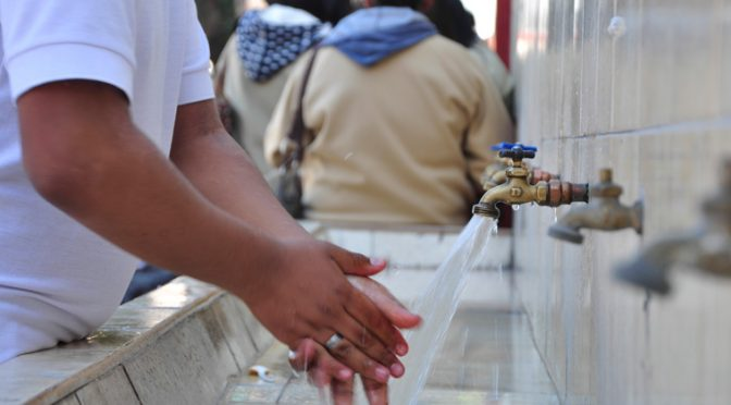 Agua contaminada en las escuelas