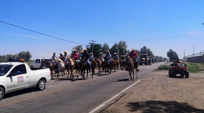 Agricultores realizan caravana en 'Defensa del agua' en Chihuahua (Milenio)