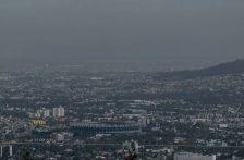 Hacinamiento y contaminación en aire, suelo y agua hacen del Valle de México un imán de la COVID-19 (Sin embargo)