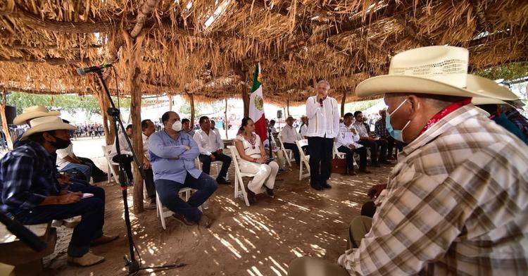AMLO acuerda plan con Yaquis para resolver problema de tierra y agua en Sonora (Televisa)
