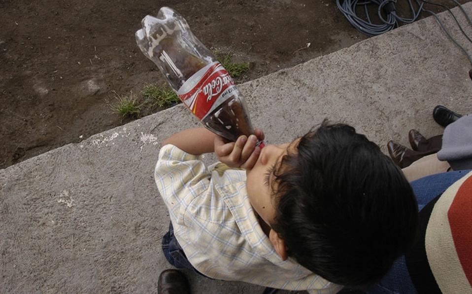 México: Solo 3 de cada 10 toma al menos 1 vaso de agua simple al día (Milenio)