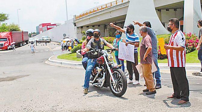 Suspensión de agua causa bloqueos en Cuernavaca (Diario de Morelos)
