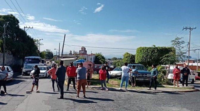 Se manifiestan vecinos de Chamilpa por la falta de agua potable ( La Union)