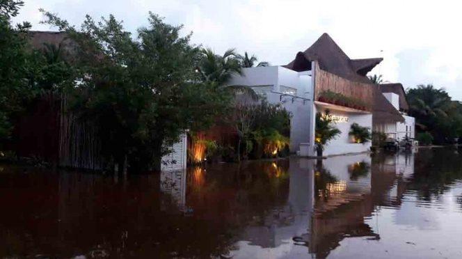 Quintana Roo: Holbox bajo el agua por falta de planeación y construcciones irregulares (Excelsior)