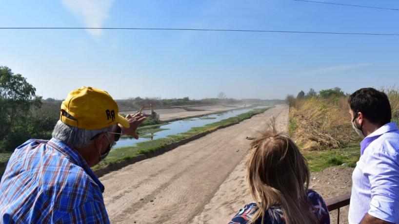 Para evitar inundaciones, continúa la limpieza del Canal Sur (Eltucumano)
