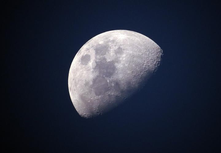 ¿Por qué es tan importante el hallazgo de agua en la Luna? (Mundiario)