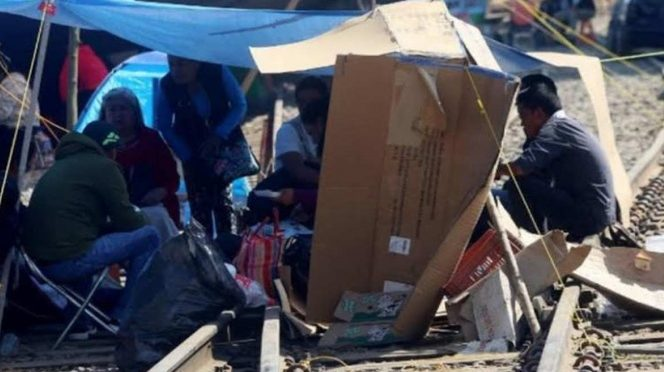 Campesinos piden pozos de agua para liberar vías de tren en Chihuahua (Excelsior)
