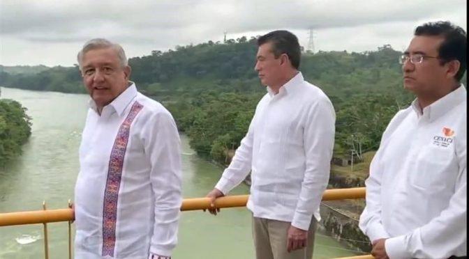 Tabasco: Se soltó agua de más y se inundó Tabasco.-AMLO (Reforma)