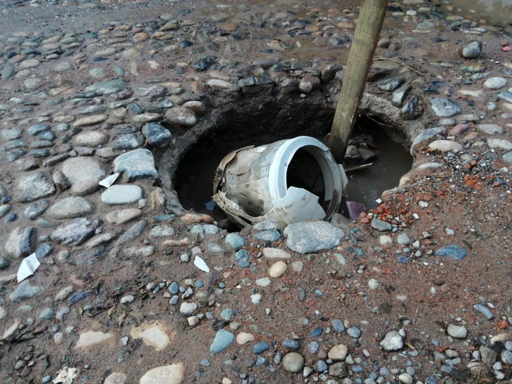 Reportan peligroso socavón en Agua Azul (Tribuna de la Bahia)