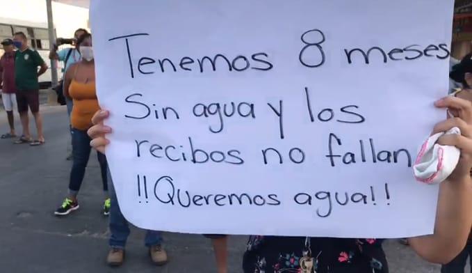 Colonos hacen pública la falta de agua y cierran paso al puente Superior en Mazatlán ( Linea Directa)