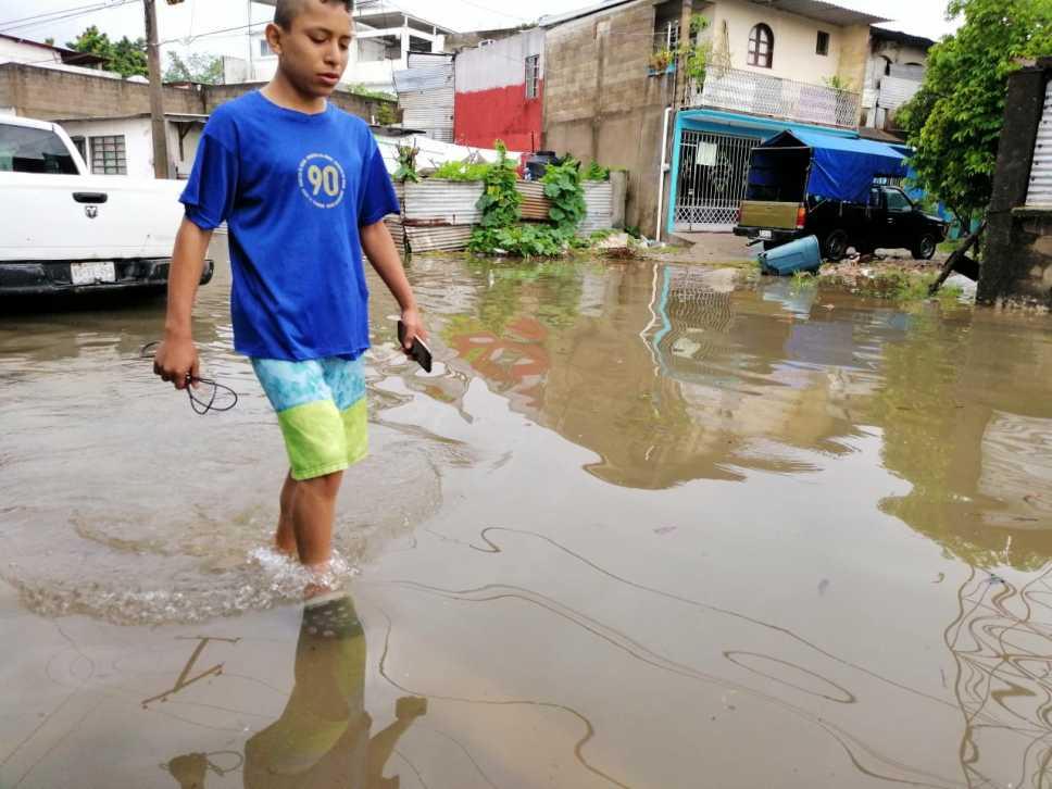 Villahermosa amanece bajo el agua tras fuertes lluvias (Adn 40)