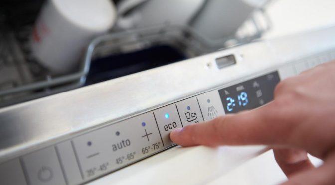 ¿Cuánta agua ahorramos a la semana con un lavavajillas? (Computer hoy)