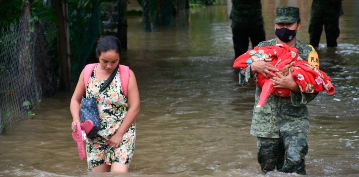 (Tabasco) Tabasco bajo el agua: para salvar a Villahermosa, AMLO desvía un río afectando a otros pueblos y llueven las críticas (Clarin Internacional)