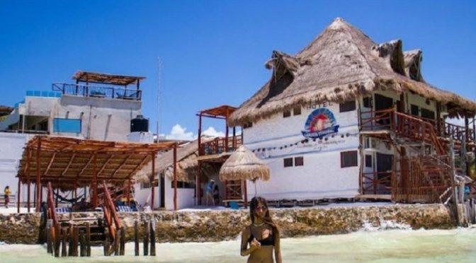 Urgen ambientalistas a detener erosión de playas en Holbox (Cancúndigital)