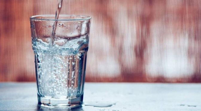 El agua potable es una fuente importante de microplásticos en la dieta humana (Economía hoy)