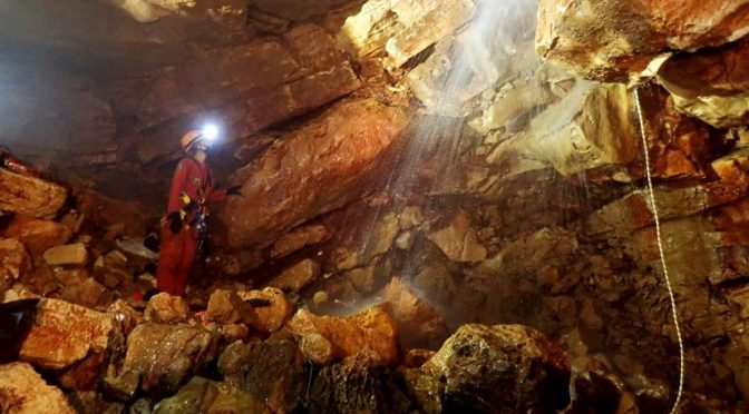 Yucatán: Espeleólogos exploran una cueva que hay debajo de la plaza principal de Santa Elena (Novedades Yucatán)
