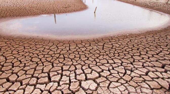 Chile: Balance Hídrico Nacional revela dramática situación: proyecta escasez de agua de hasta 50% y alza de temperatura de hasta 2,5°C (LA TERCERA)