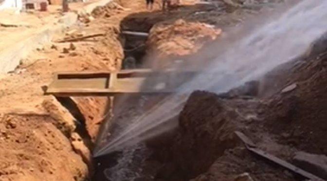 Guerrero: Se desperdician miles de litros de por fuga de agua potable en la calle Zaragoza (El Sol de Acapulco)
