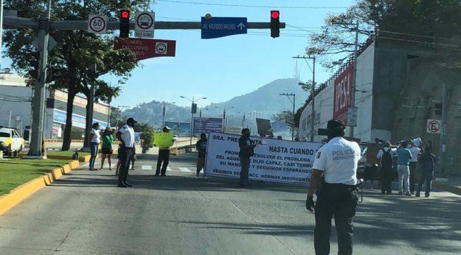 Guerrero: Transportistas y pobladores bloquean calles de Acapulco por falta de agua (MILENIO)
