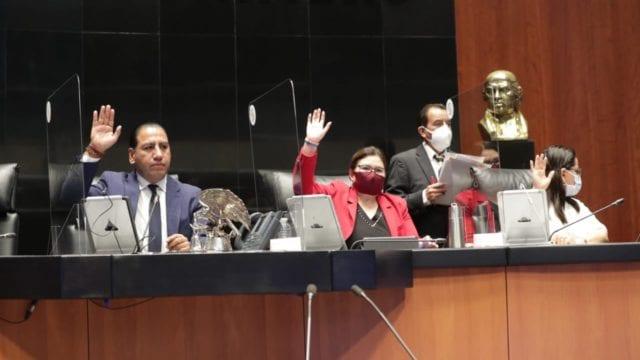 "Senadores se confrontan por reforma eléctrica; PAN dice ""no estamos para obedecer"" (Forbes México)"