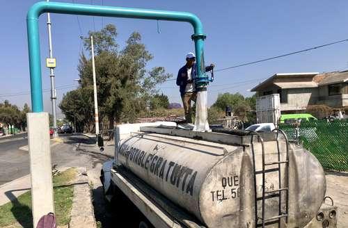 CDMX: Quedan sin agua colonias de cuatro alcaldías; lento, el reparto mediante pipas (La Jornada)