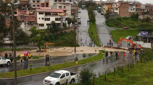Ecuador: Lluvias causan inundaciones y el colapso de una tubería de agua en Loja (Diario El Comercio)