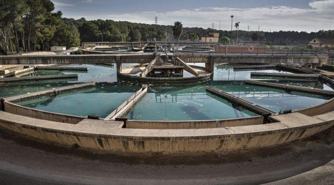 España: València quiere fomentar el consumo de agua del grifo (El País)