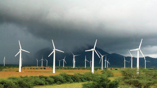 México: Empresas renovables frenan Ley eléctrica de AMLO (Forbes México )