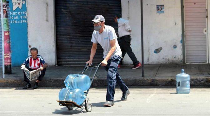 Enfrentan en GAM pandemia sin agua (Reforma)