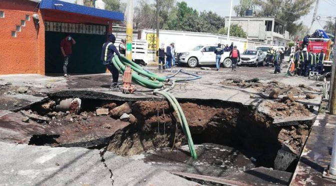 EDOMEX: Ruptura de acueducto de CONAGUA inunda diversas calles en Tultepec (El Sol de Toluca)