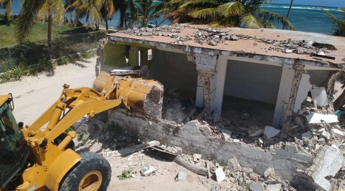 Medio Ambiente rescata área ocupada ilegalmente en playa Cabeza de Toro Punta Cana (El Día)