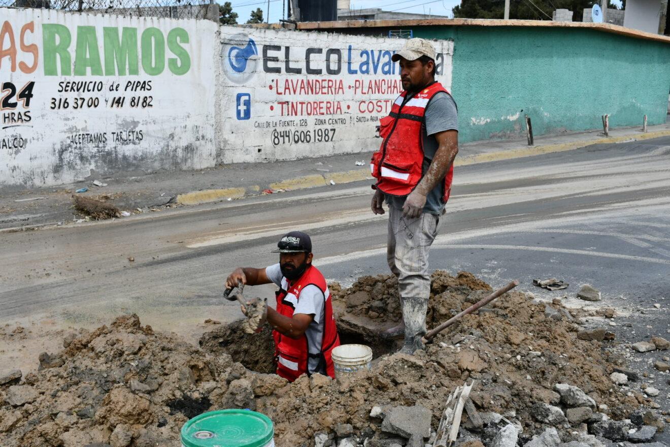 Coahuila: COMPARA atiende fuga de agua en colonia Santos Saucedo (El Heraldo de Saltillo)
