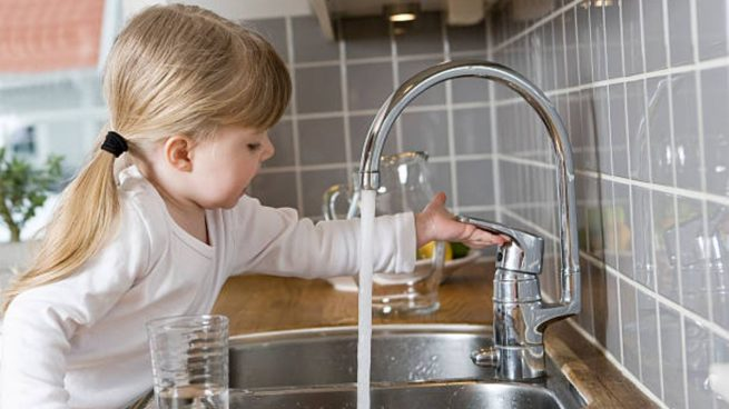 Día Mundial del Agua 2021: cómo enseñar a los niños a no desperdiciar agua (Okdiario)