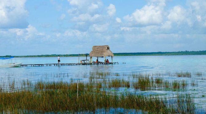 Quintana Roo: Expertos buscan regresar a la Laguna de Bacalar, Quintana Roo, sus siete característicos colores (Sin Embargo)