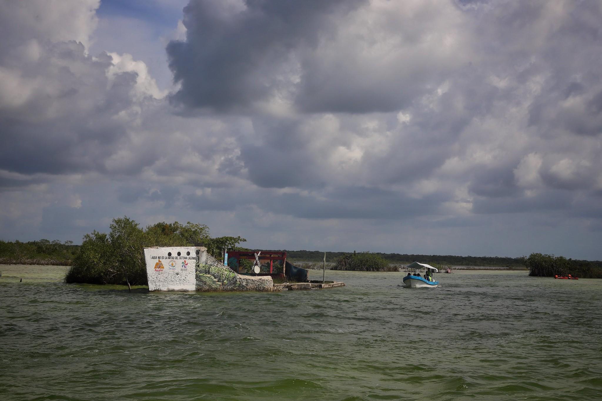 Presentan diagnóstico del estado actual de la laguna de Bacalar (La Jornada Maya)