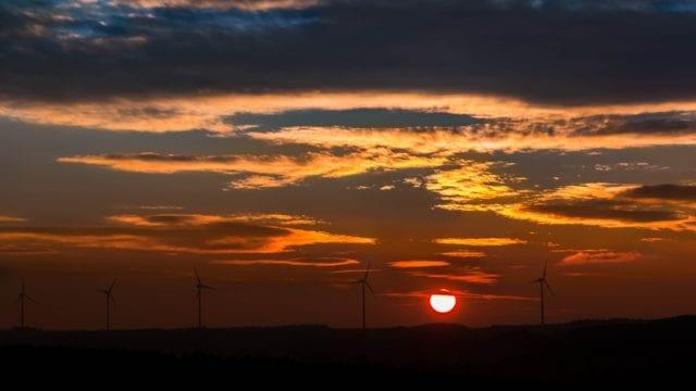 Empresas de energía renovable alistan batalla legal contra reforma eléctrica (Forbes México)