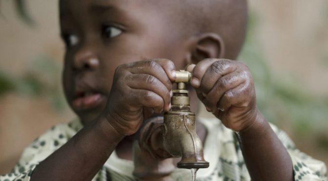 Agua limpia para combatir la desnutrición en el mundo (El Ágora Diario)