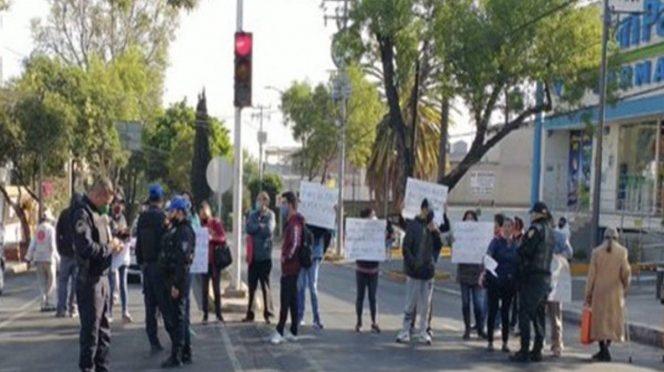 CDMX: Vecinos bloquean Calzada de Tlalpan por falta de agua (Excelsior)