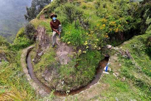 Perú: En las altas montañas de Lima se siembra agua con ingeniería prehispánica (La Jornada)