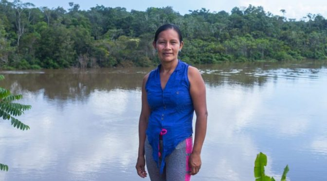 Perú – Liz Chicaje, la líder indígena que le plantó cara a la minería y la tala ilegal en Perú (BBC)