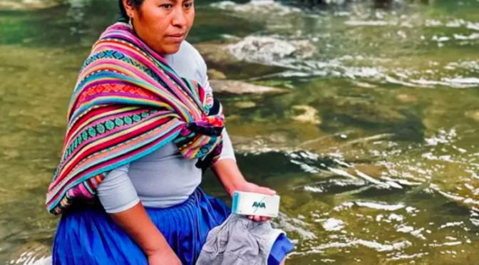 Perú – Crean en Perú jabón para lavar ropa que puede descontaminar el agua de los ríos (La Verdad)