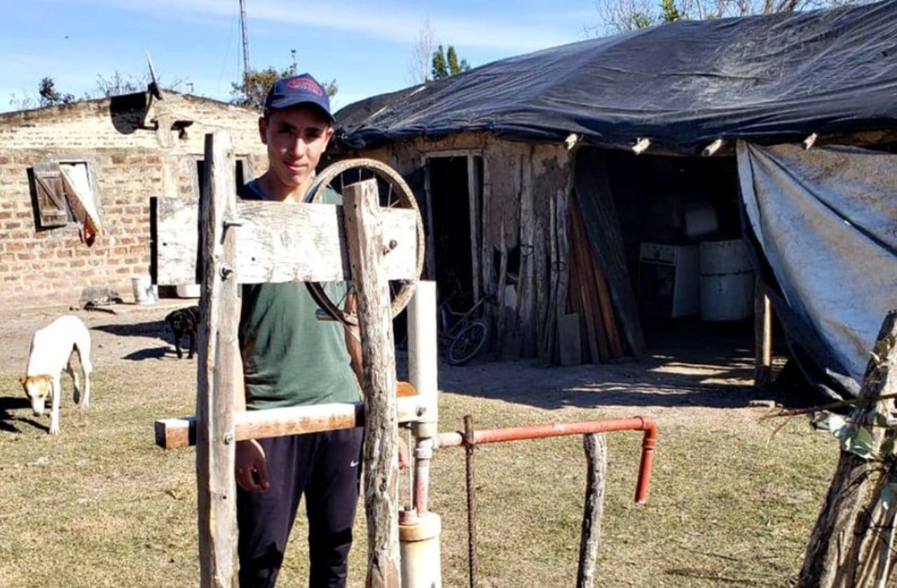 Argentina: Joven de 16 años inventó una bomba de agua para regar el huerto familiar (Noticieros Televisa)