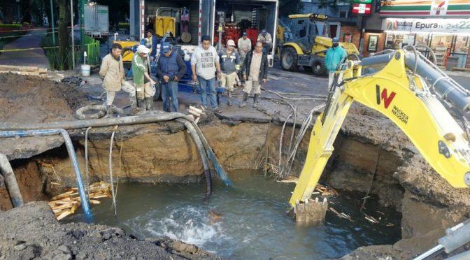 CMDX – Mega fuga de agua en Coyoacán provoca socavón y deja sin servicio a colonias (Milenio)