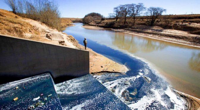 África-La moda rápida tiñe de contaminación el agua de África (El Ágora)