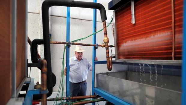 España – El ingeniero español que ha creado una máquina que extrae agua potable del aire y funciona en el desierto (ABC)