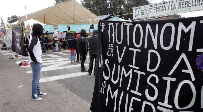 """Puebla – Pueblos dicen """"basta"""" al saqueo de agua: toman planta de Bonafont en Puebla (Sin Embargo)"""